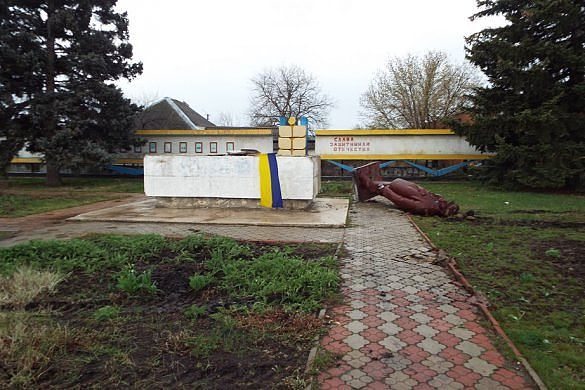 Очищение станицы Луганской, памятник Ленина, памятник Ленина снесли